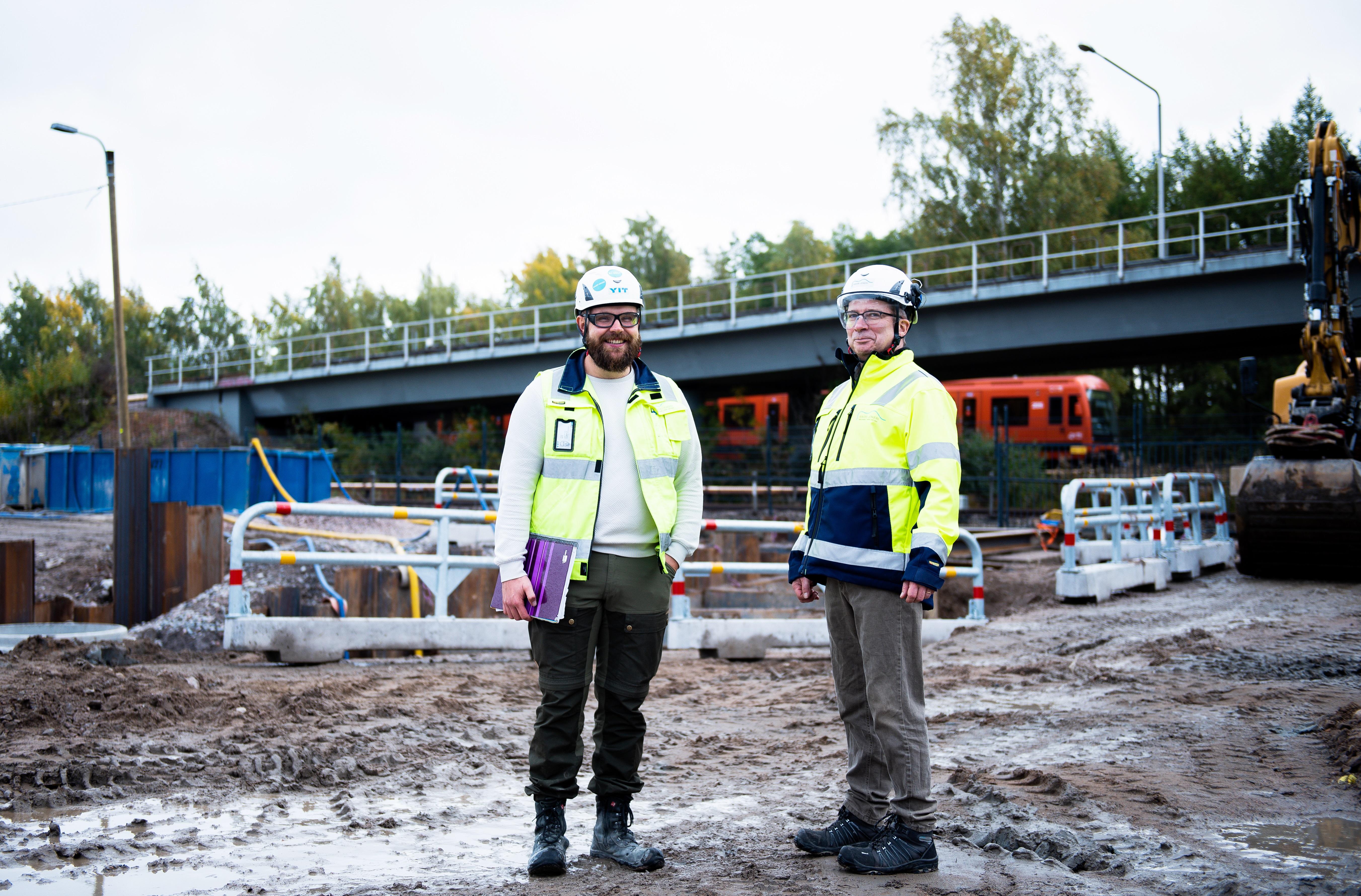 Jussi Silvo ja Tapio Karvonen Varikkotien työmaalla.