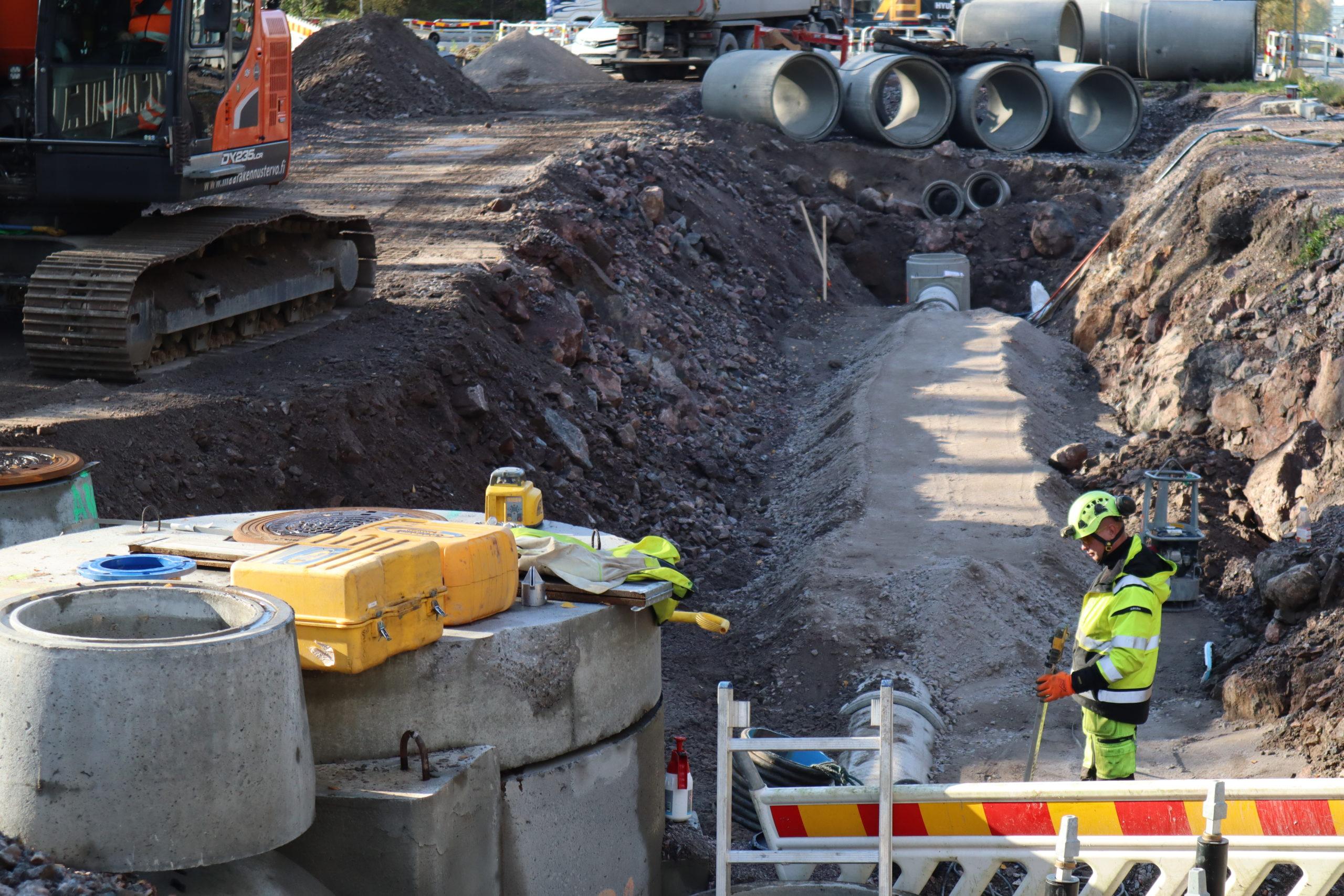 Vesihuoltotöitä Viilarintien ja Mylllärintien risteyksessä Helsingissä