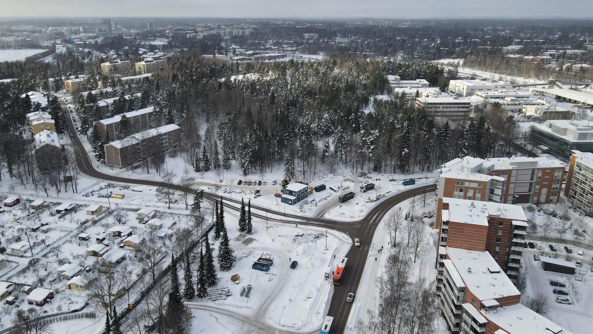 Ilmakuva Pajamäentien ja Pitäjänmäentien risteyksestä ja Patterimäestä.