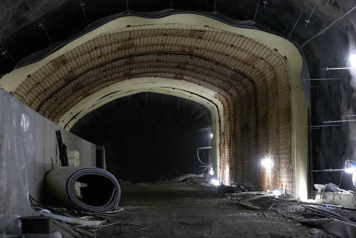 Patterimäen tunneli sekä pelastustunneli.